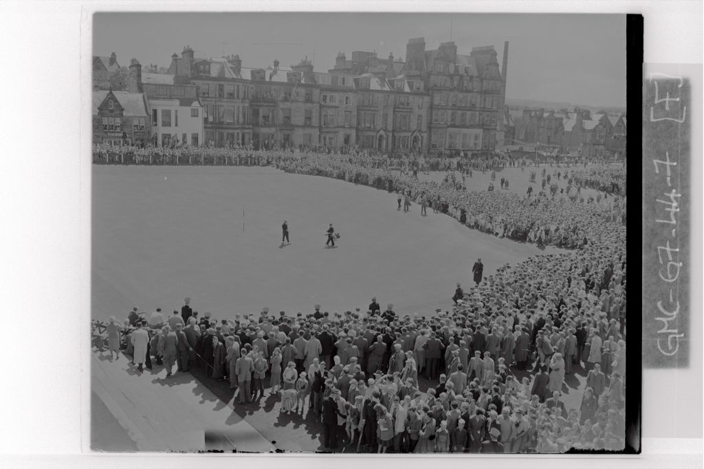 Kel Nagle and Roberto de Vicenzo reach the 18th Green of the Old Course, the Centenary Open Championship, St Andrews.