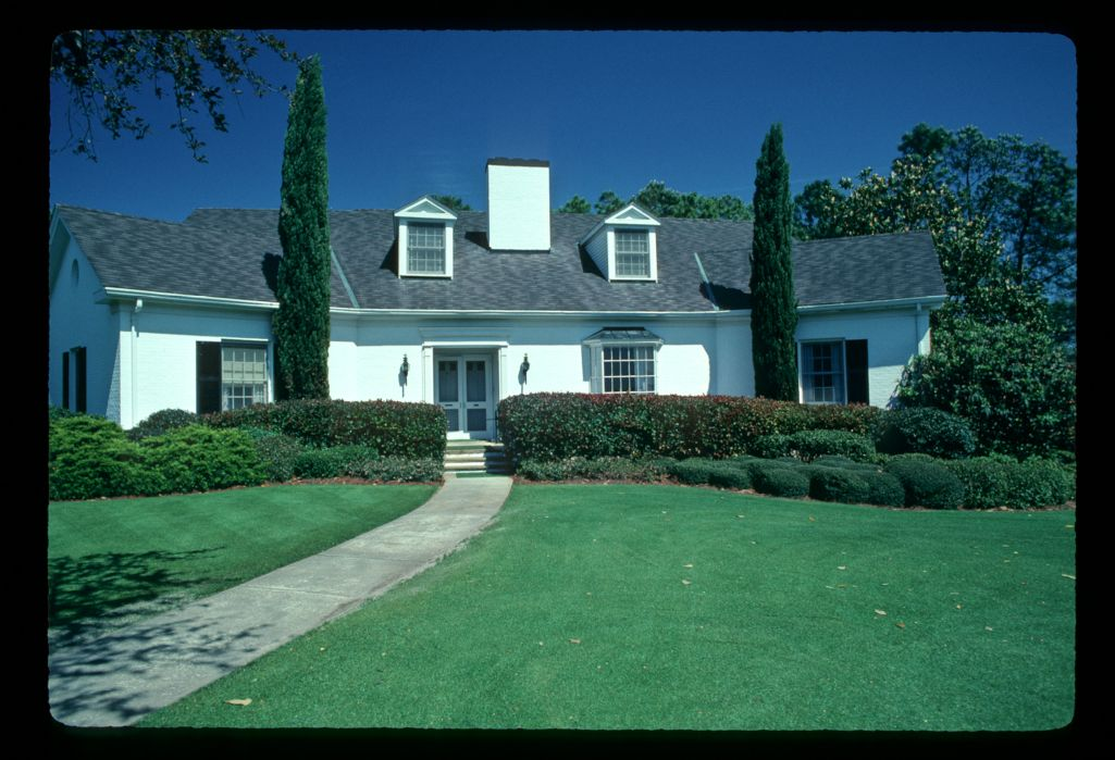 Immaculate borders and lawns around the clubhouse during the 1982 Masters