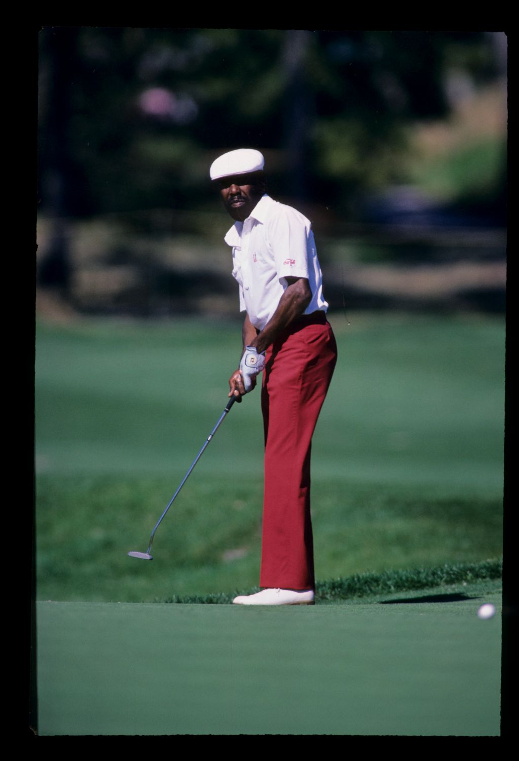 Calvin Peete attempts his long uphill putt at the 1988 Players Championship at Sawgrass