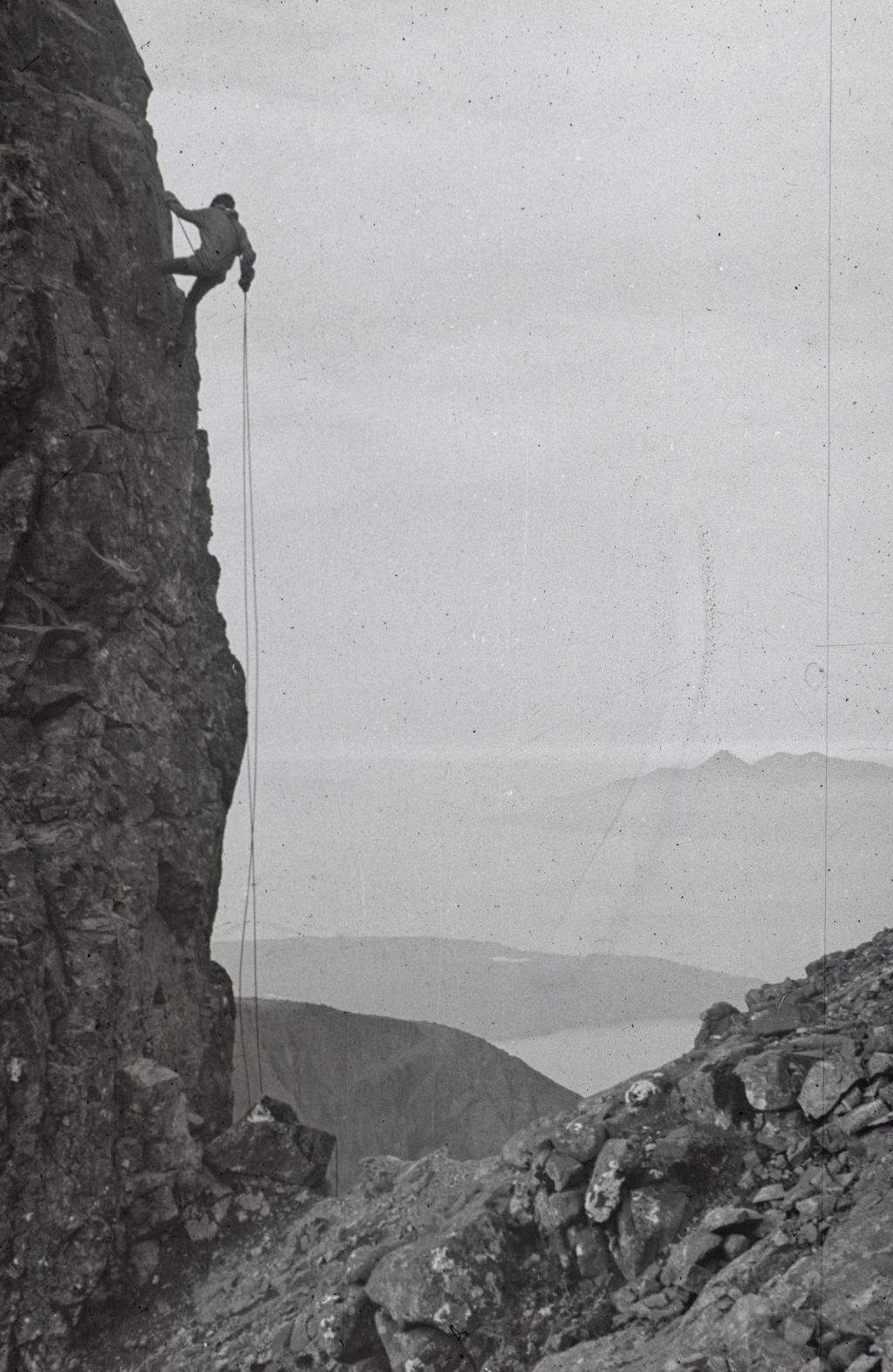 Tom Izatt abseiling off the In Pin (Inaccessible Pinnacle, Sgurr Dearg) on the Braehead Cuillin Ridge Traverse.