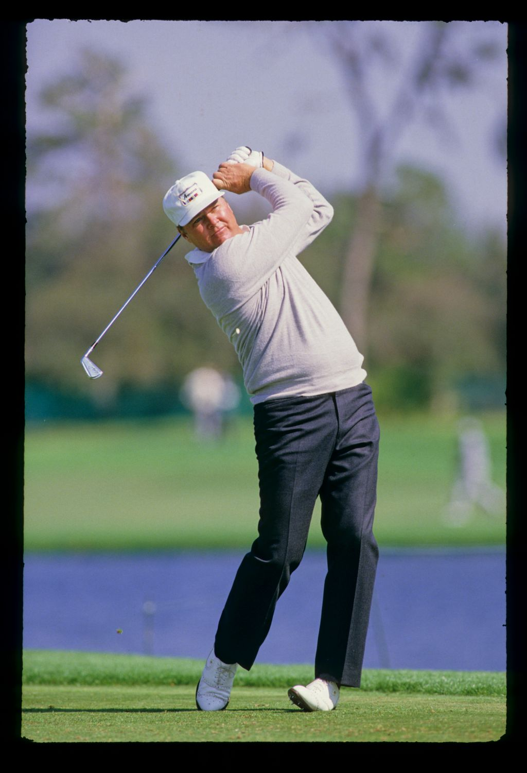 The tee peg pops up to waist height as Lon Hinkle hits iron off the tee at the 1987 Hertz Bay Hill Classic