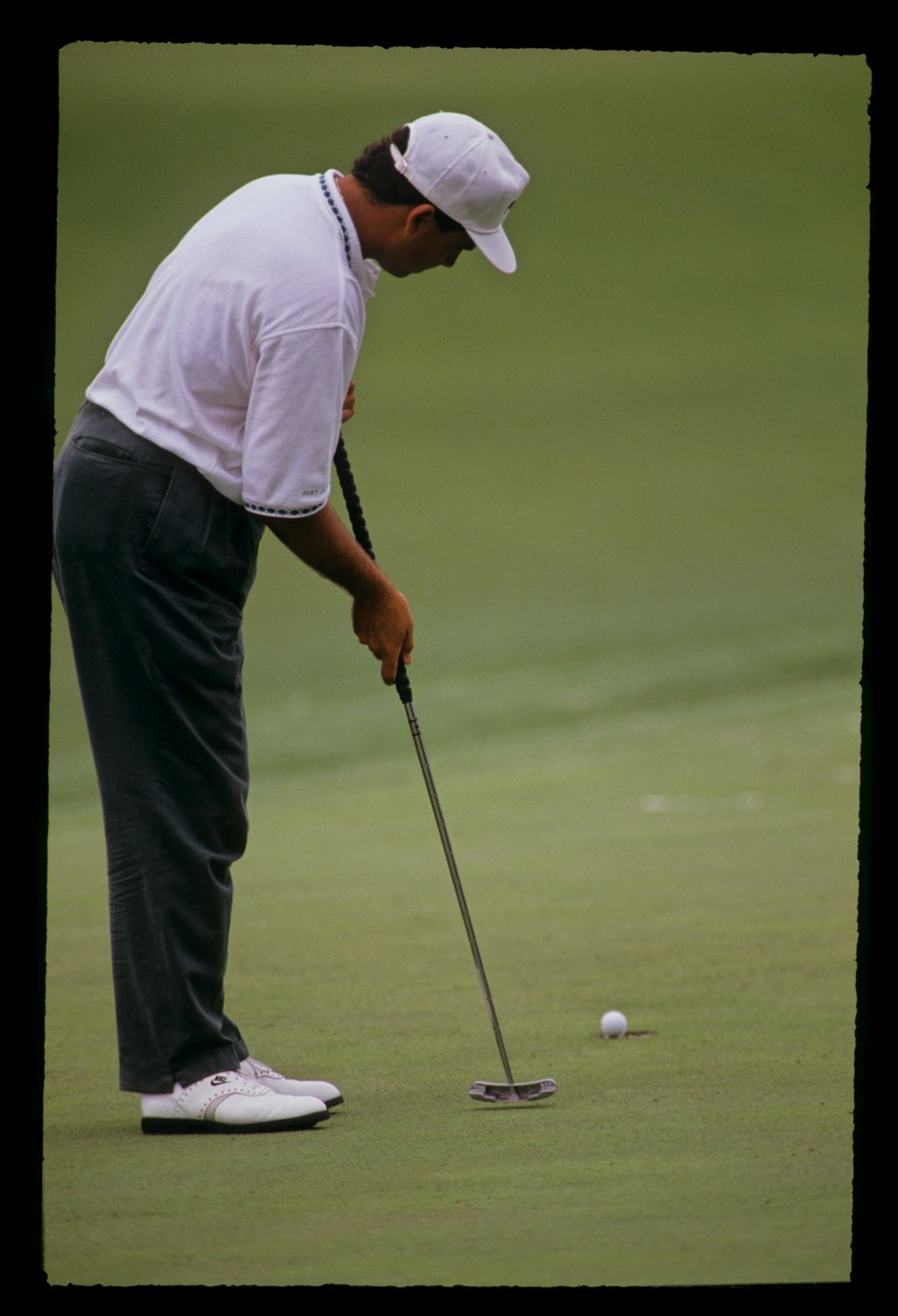 American golfer Rocco Mediate using a broom handled putter to good effect at the 1991 Masters