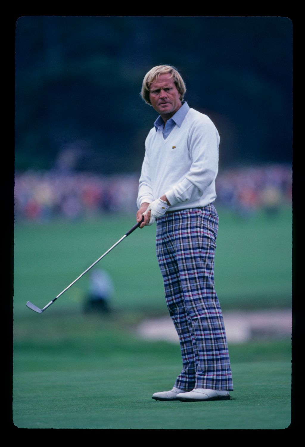 Jack Nicklaus looking accusingly at a putt during the 1982 US Open