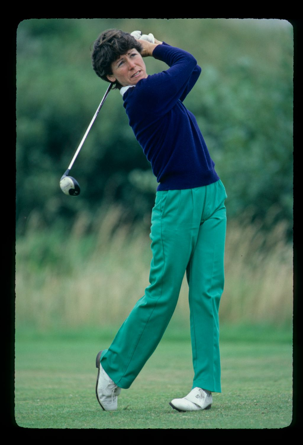 Beverly Huke holding her form while driving at the 1982 Women's British Open