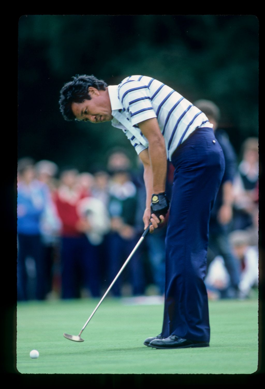 Isao Aoki putting on his way to winning the 1983 European Open