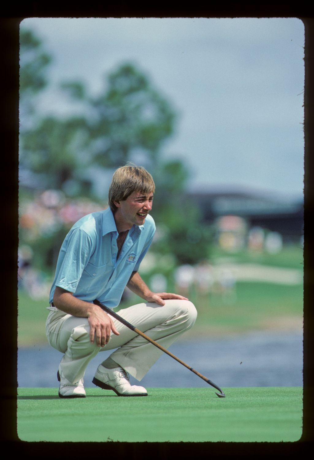 The idiosyncratic Ken Brown prepares to putt with an antique, hickory-shafted putter at the 1983 Ryder Cup