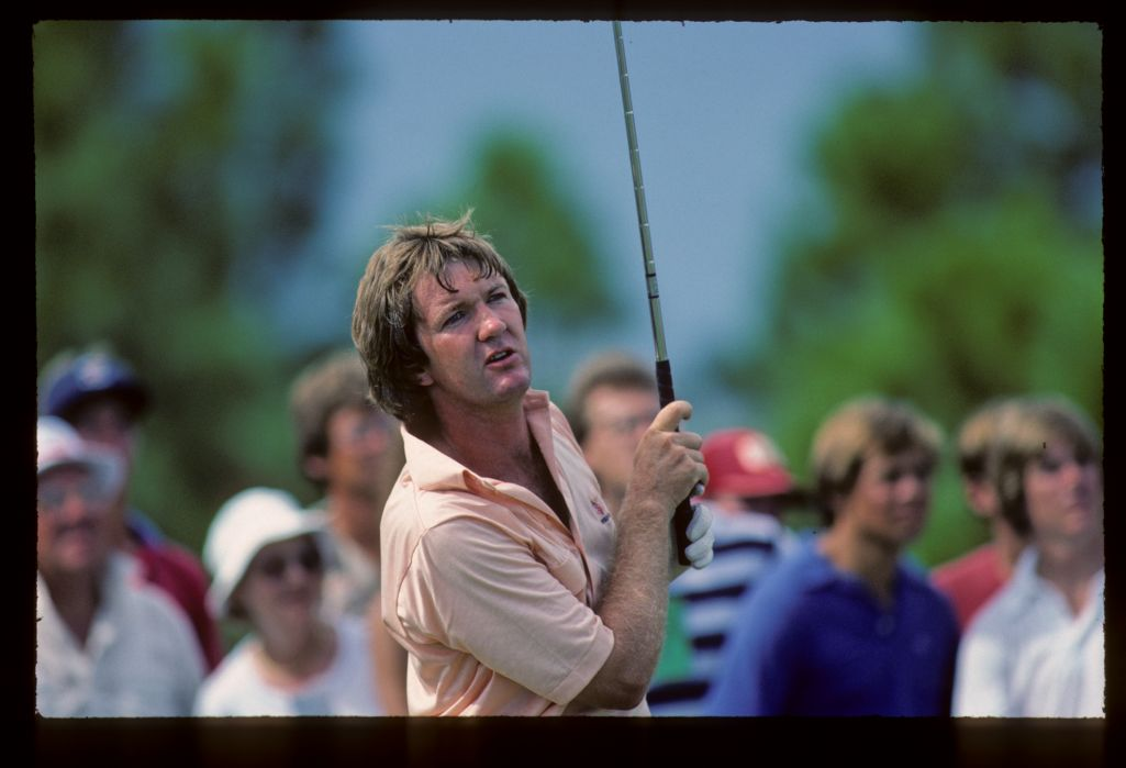 Bob Gilder leaning anxiously after his shot at the 1983 Ryder Cup