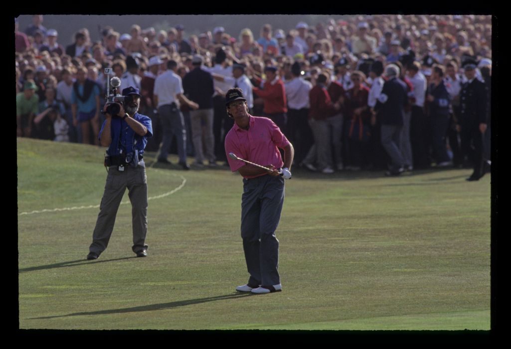 Ian Baker Finch pitching to the last green on his way to winning the 1991 Open Championship