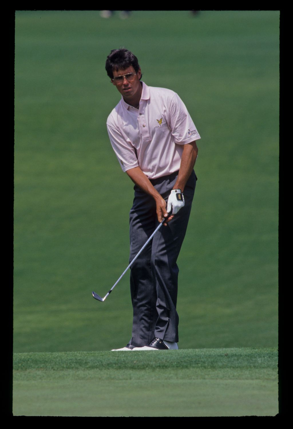 Ian Baker Finch watching his chip shot closely during the 1992 Masters