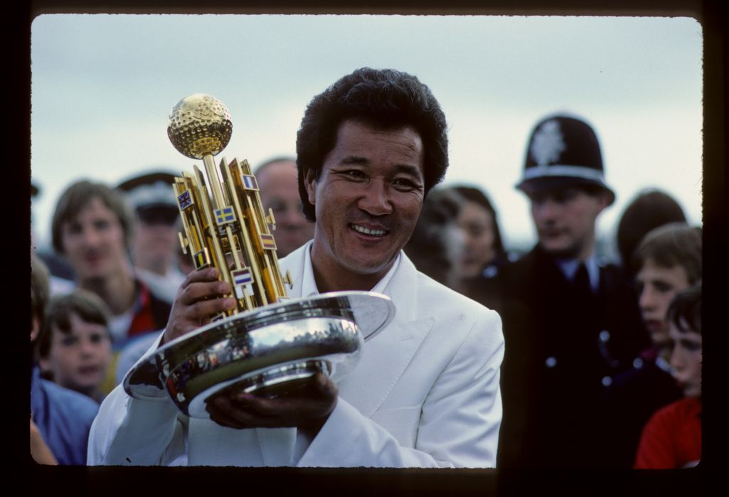 Isao Aoki smiling with the 1983 European Open trophy