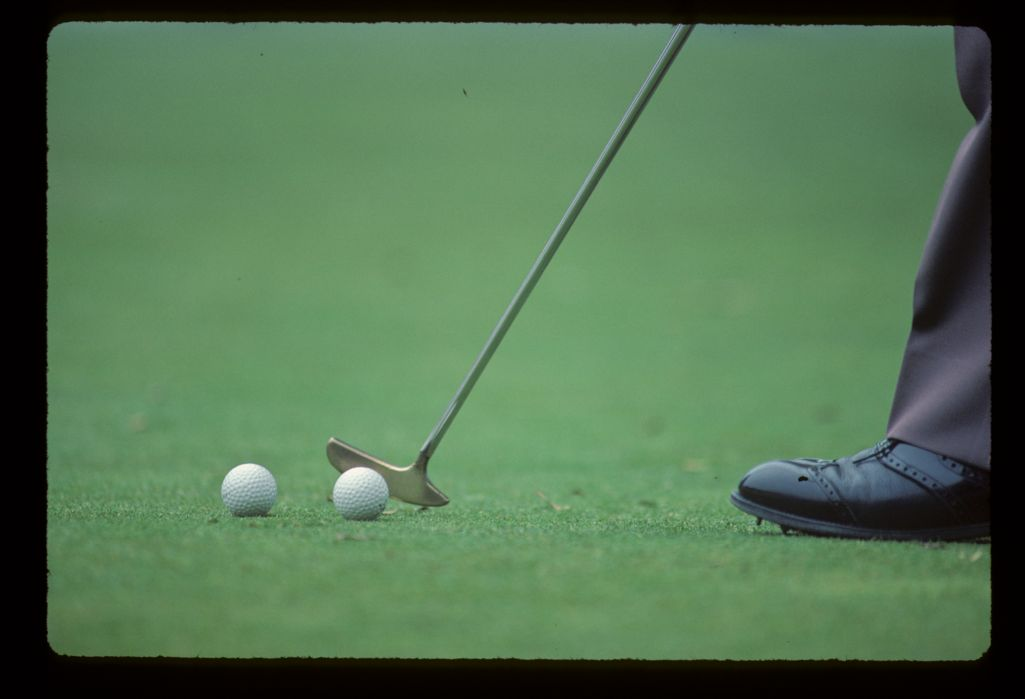 Isao Aoki practicing putting during the 1984 Monte Carlo Open