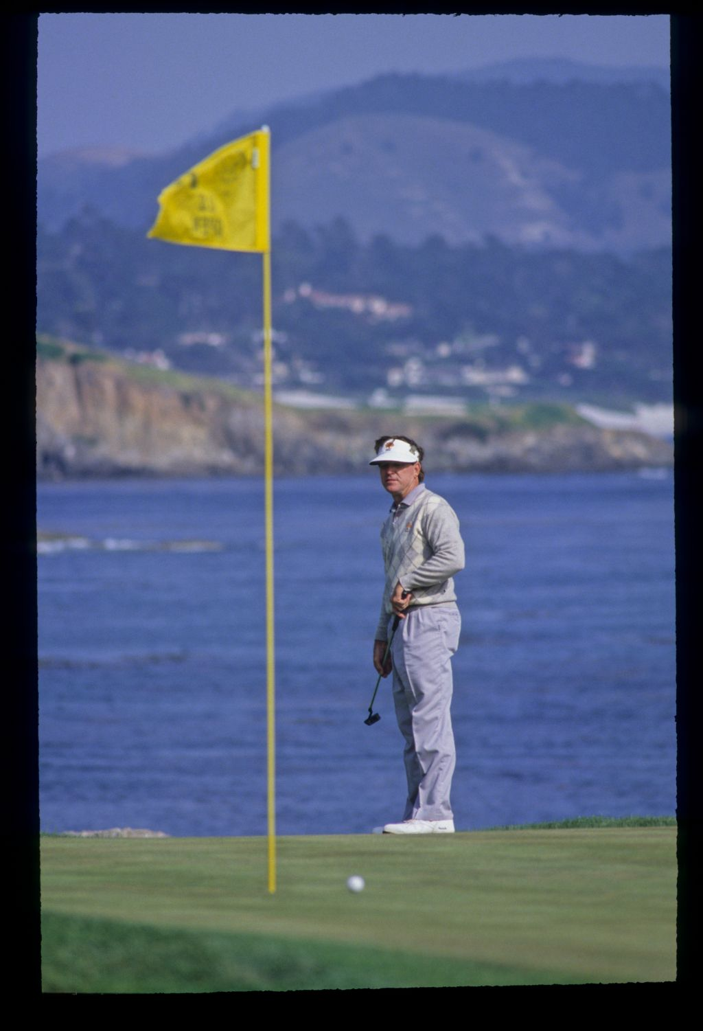 Gil Morgan putting from the fringe during the 1992 US Open