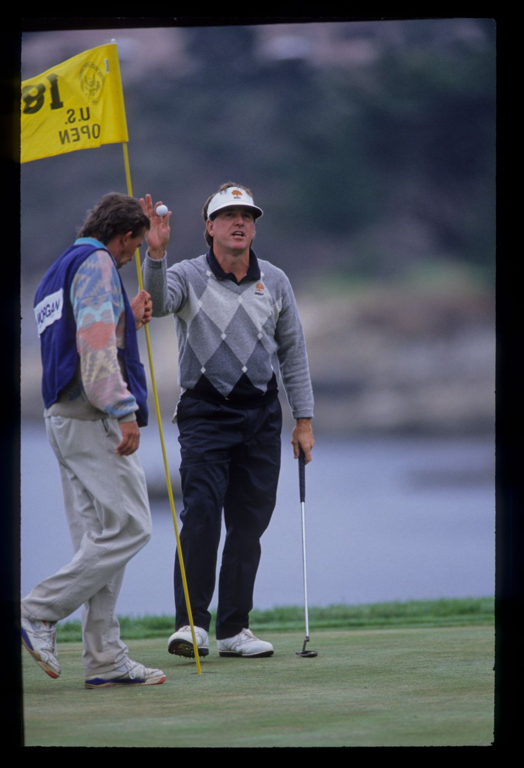 Gil Morgan acknowledging the crowd on the 18th during the 1992 US Open