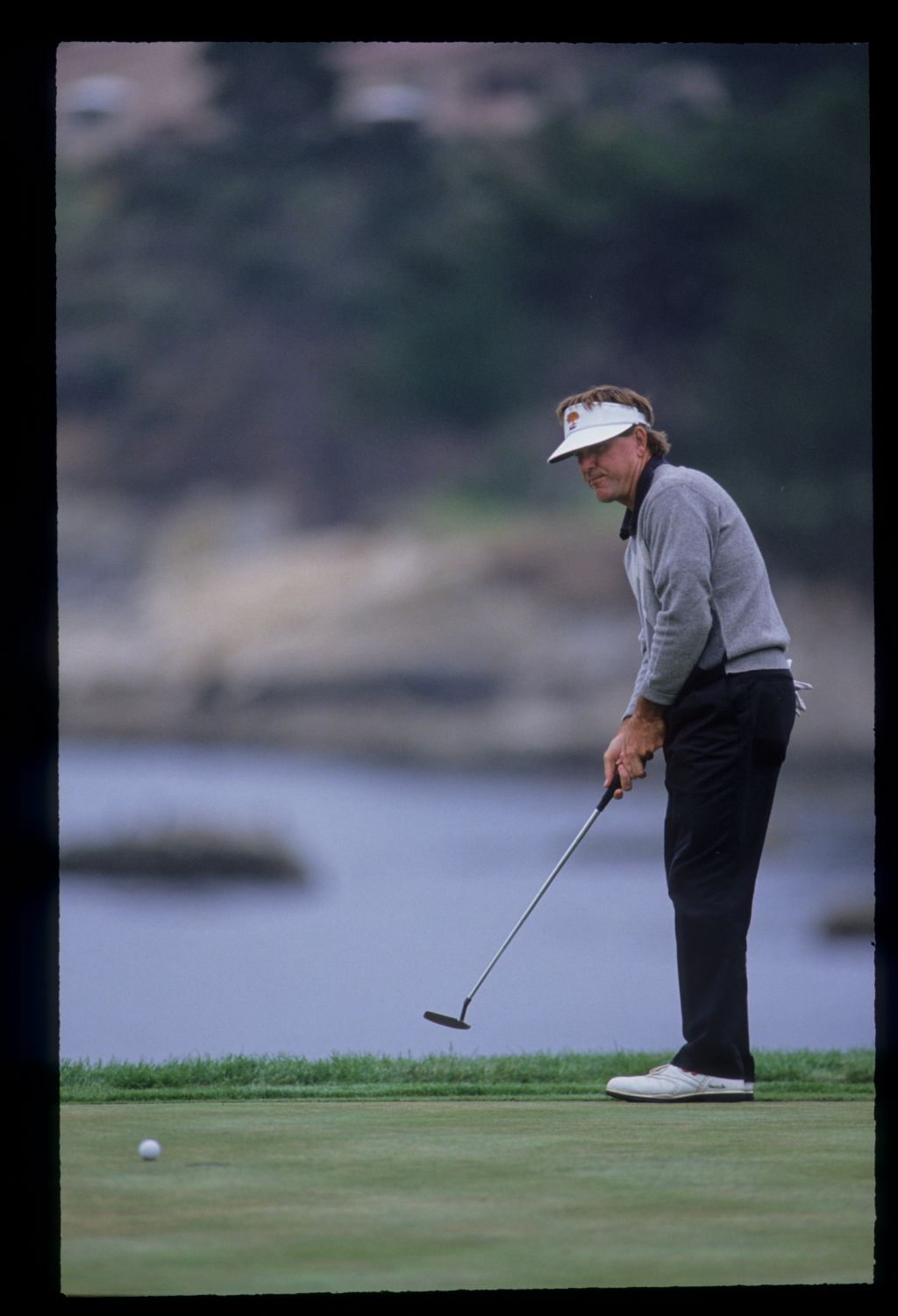 Gil Morgan putting during the 1992 US Open