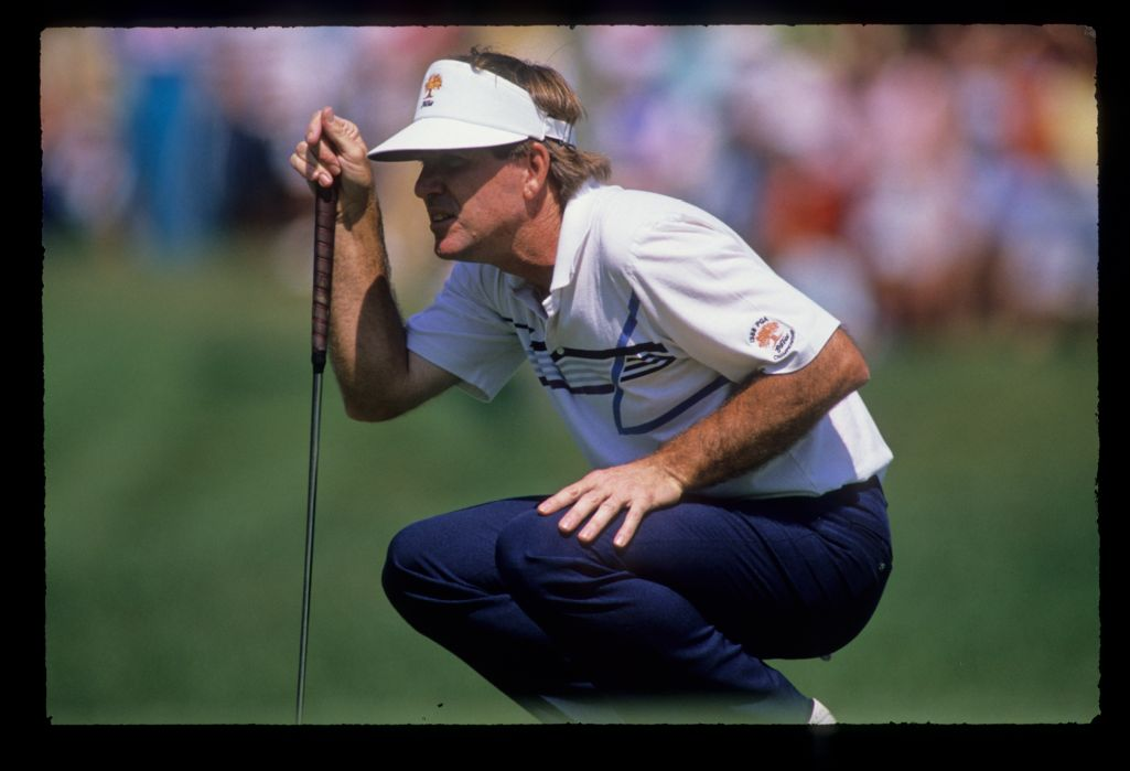 Gil Morgan lining up a putt during the 1989 Masters