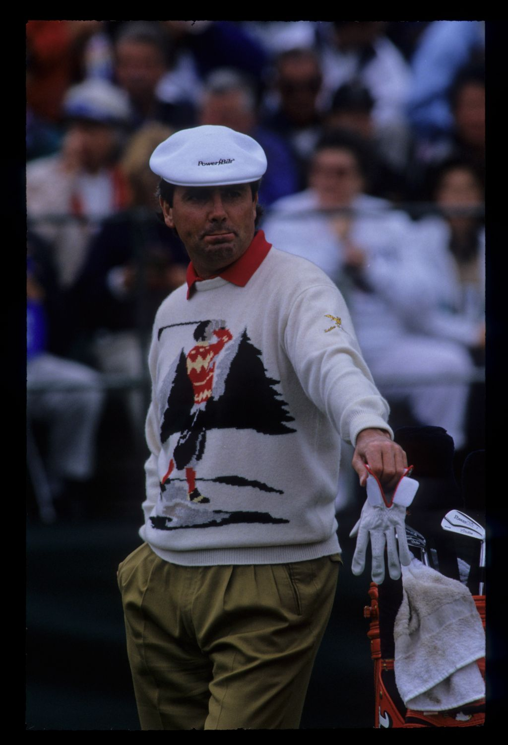 Mark McNulty leaning on his golf bag during the 1992 US Open