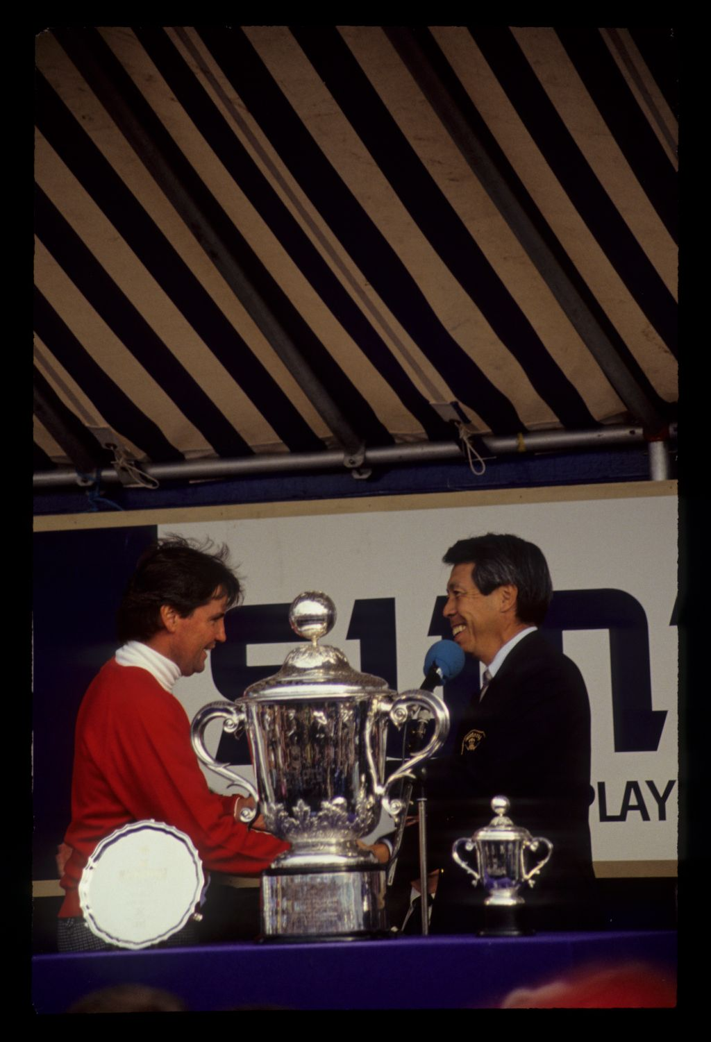 Mark McNulty receiving the runner up prize during the 1990 Suntory World Matchplay