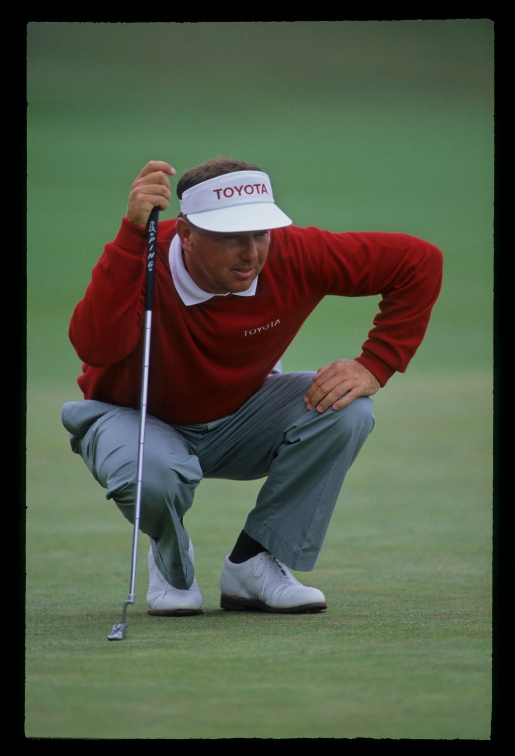 Mark O'Meara lining up a putt during the 1992 US Open