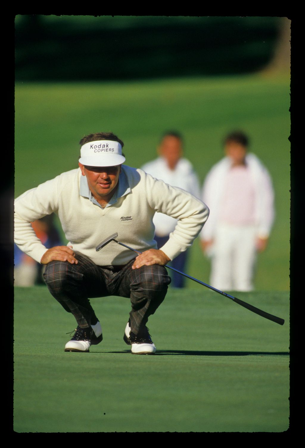 Mark O'Meara lining up a putt during the 1988 Masters
