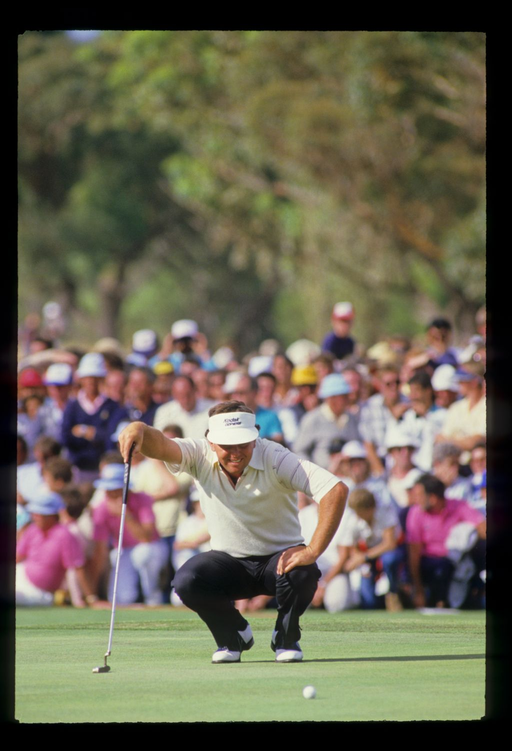 Mark O'Meara lining up a putt on his way to winning the 1986 Australian Masters