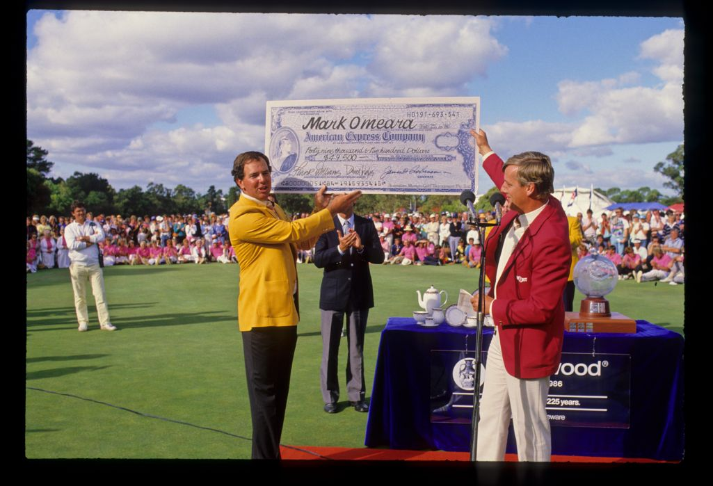 Mark O'Meara lifting the cheque after winning the 1986 Australian Masters