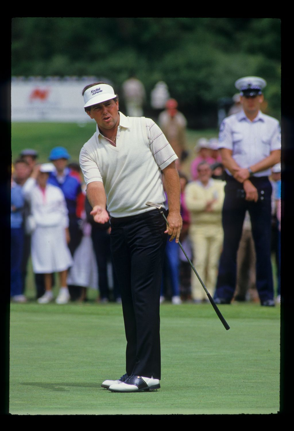 Mark O'Meara reacting to a putt on his way to winning the 1986 Australian Masters