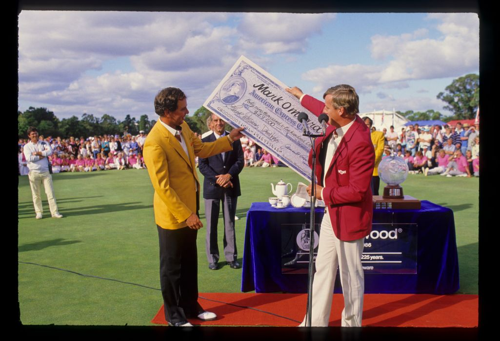 Mark O'Meara receiving the cheque after winning the 1986 Australian Masters