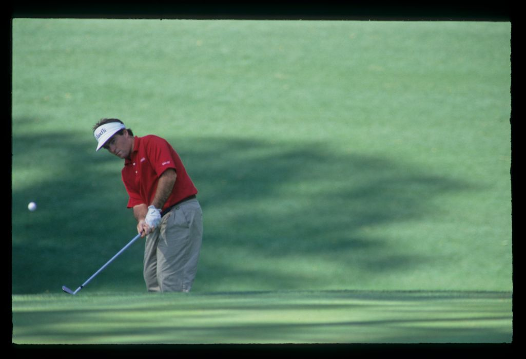 Craig Parry chipping to the green during the 1992 Masters