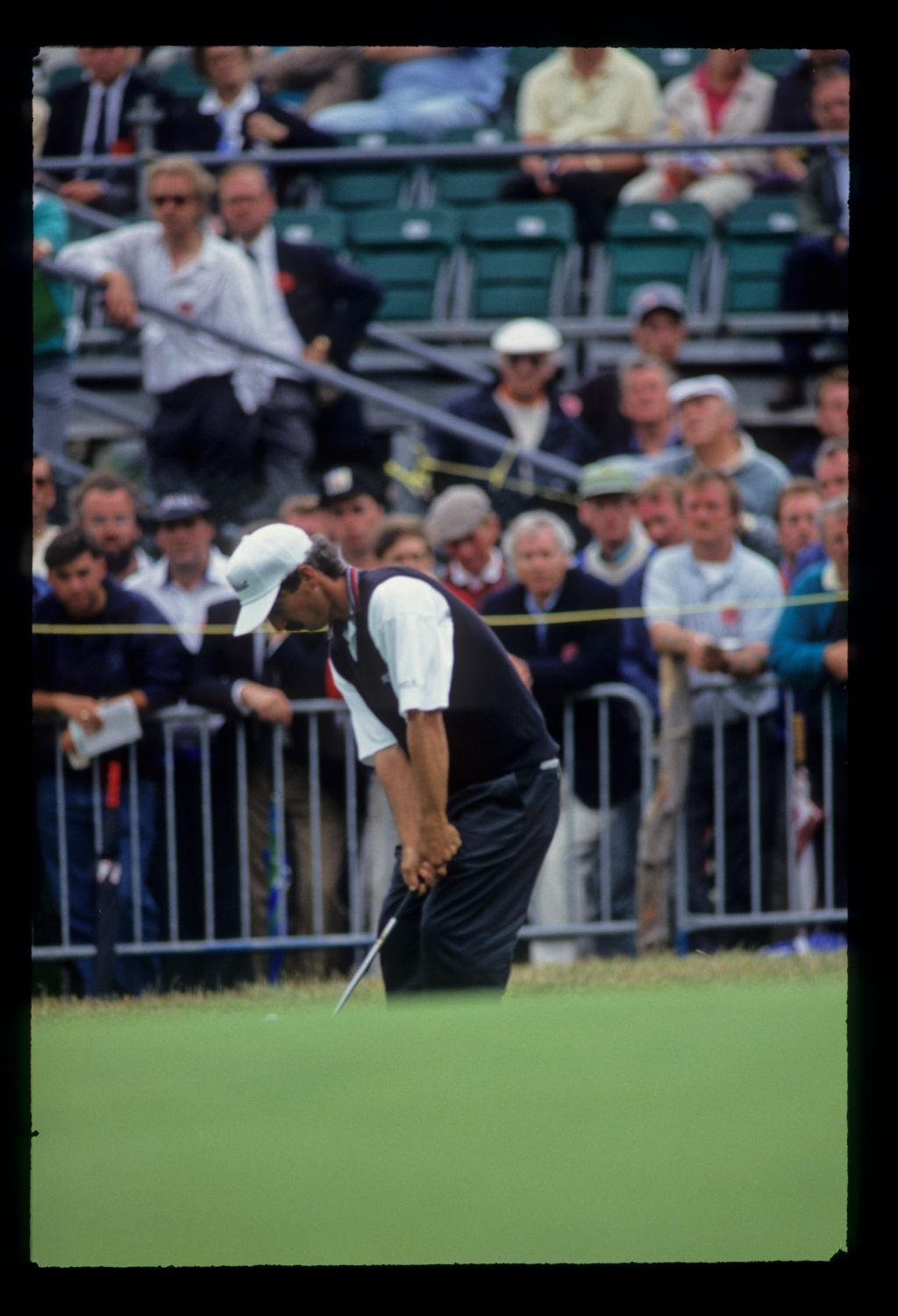 Corey Pavin chipping to the green on his way to fourth place during the 1993 Open Championship