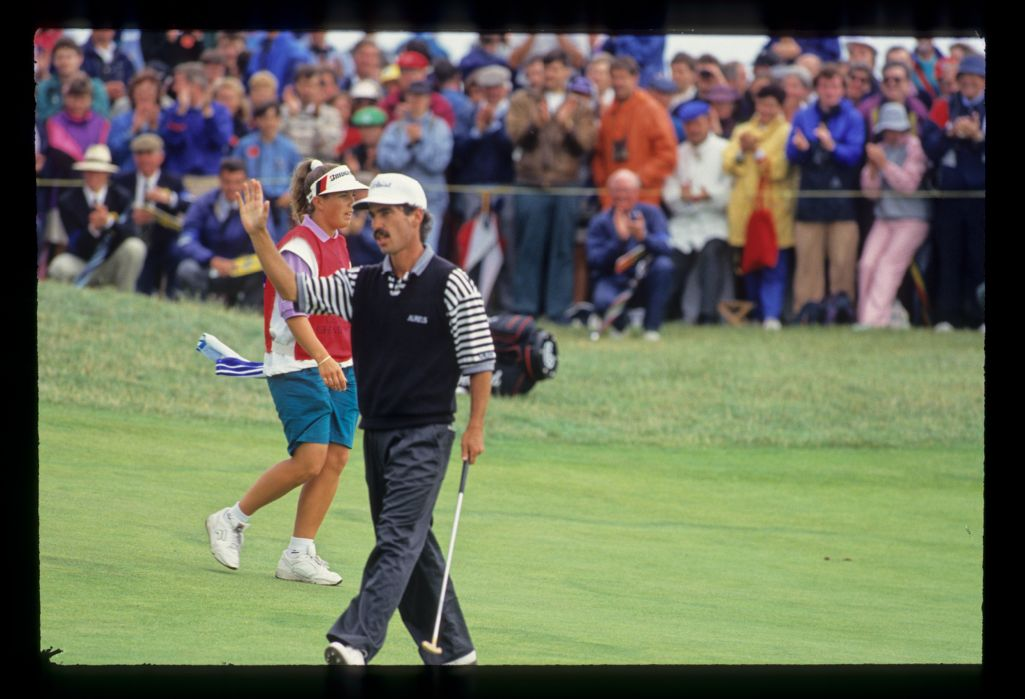 Corey Pavin acknowledging the crowd on his way to fourth place during the 1993 Open Championship