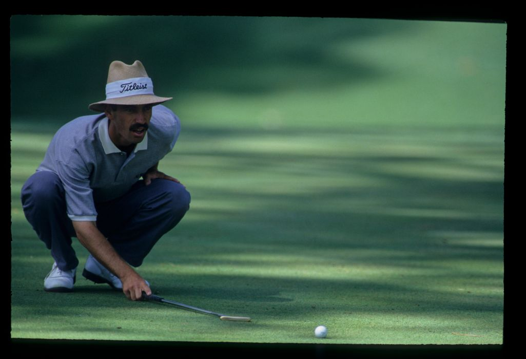 Corey Pavin lining up a putt during the 1993 Masters