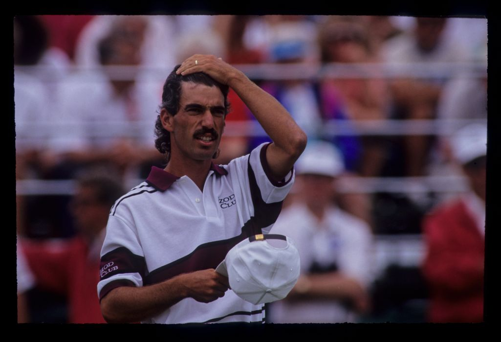Corey Pavin smoothing down his hair on his way to 10th place during the 1991 US Open