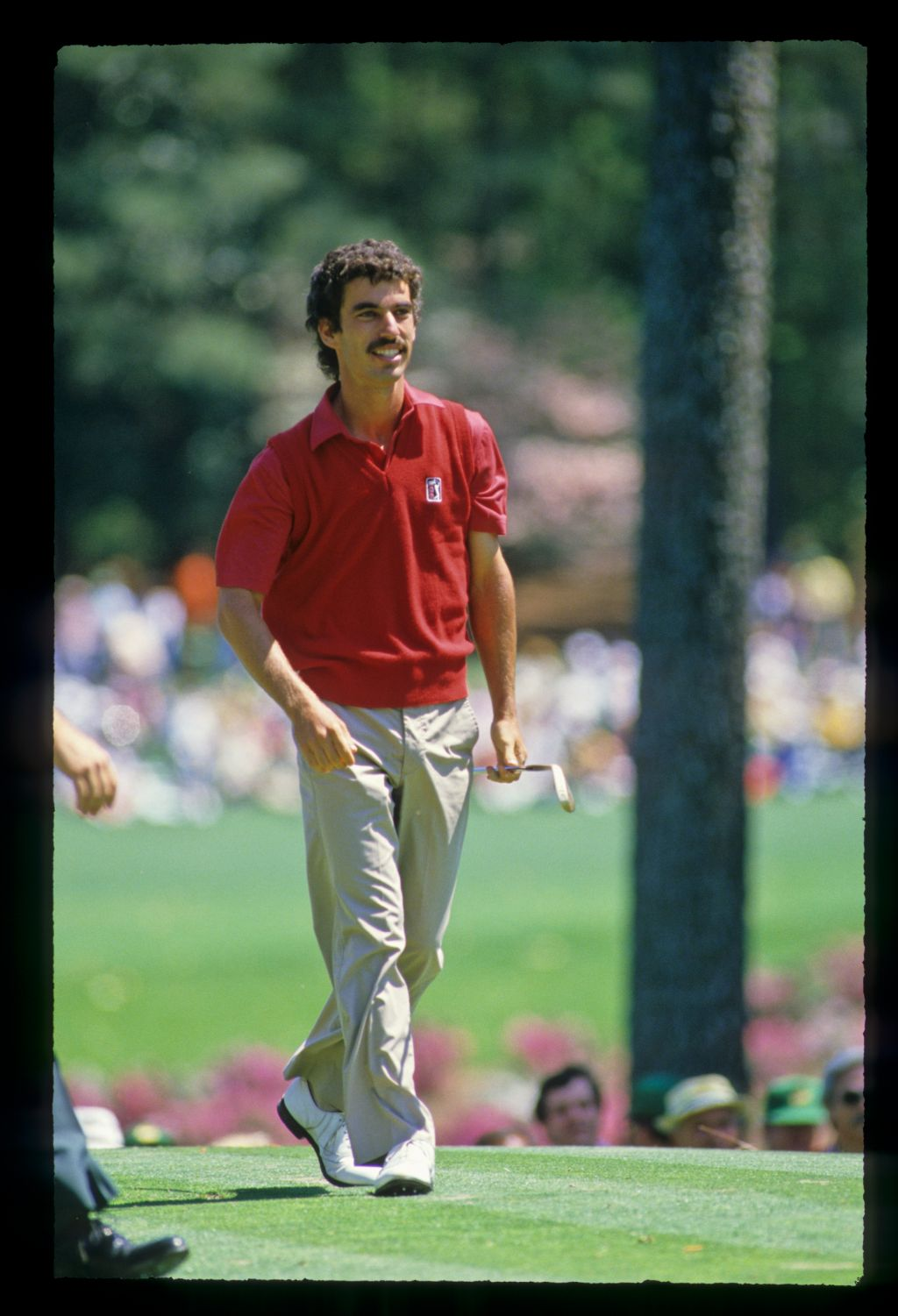 Corey Pavin leaving the tee during the 1986 Masters