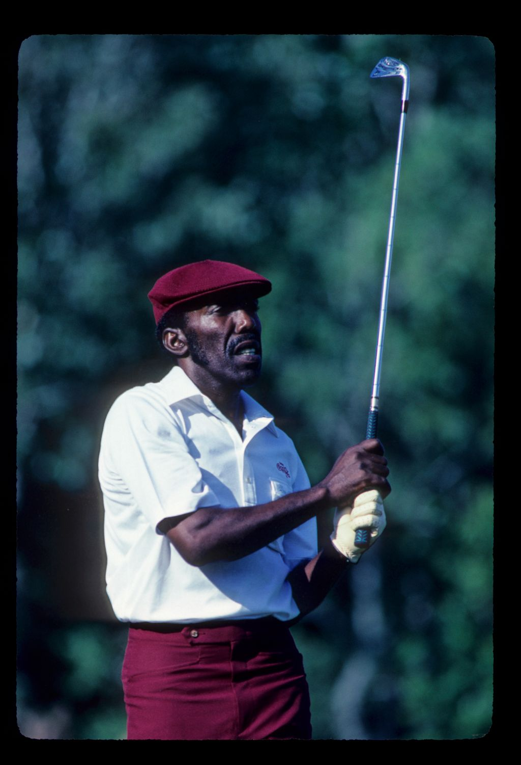 Calvin Peete watching closely from the tee on his way to winning the 1985 TPC