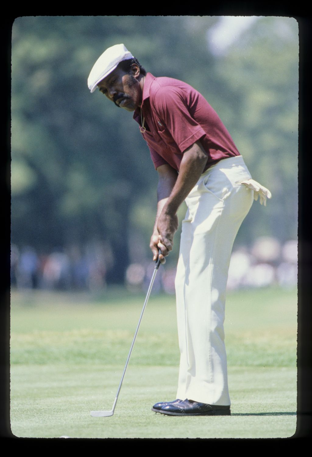 Calvin Peete putting during the 1981 Heritage Classic