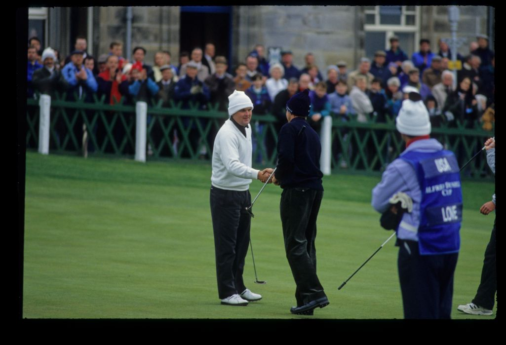Steven Richardson shaking hands with Davis Love on the way to victory at the 1992 Dunhill Cup