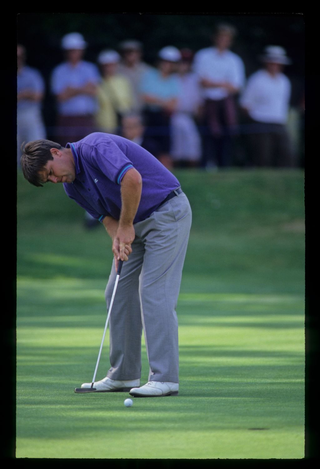 Steven Richardson putting during the 1992 Volvo PGA