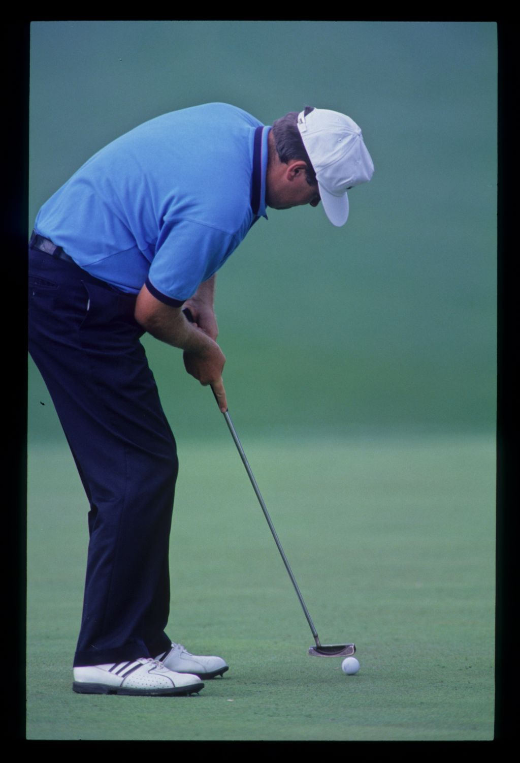 Steven Richardson putting during the 1992 Masters