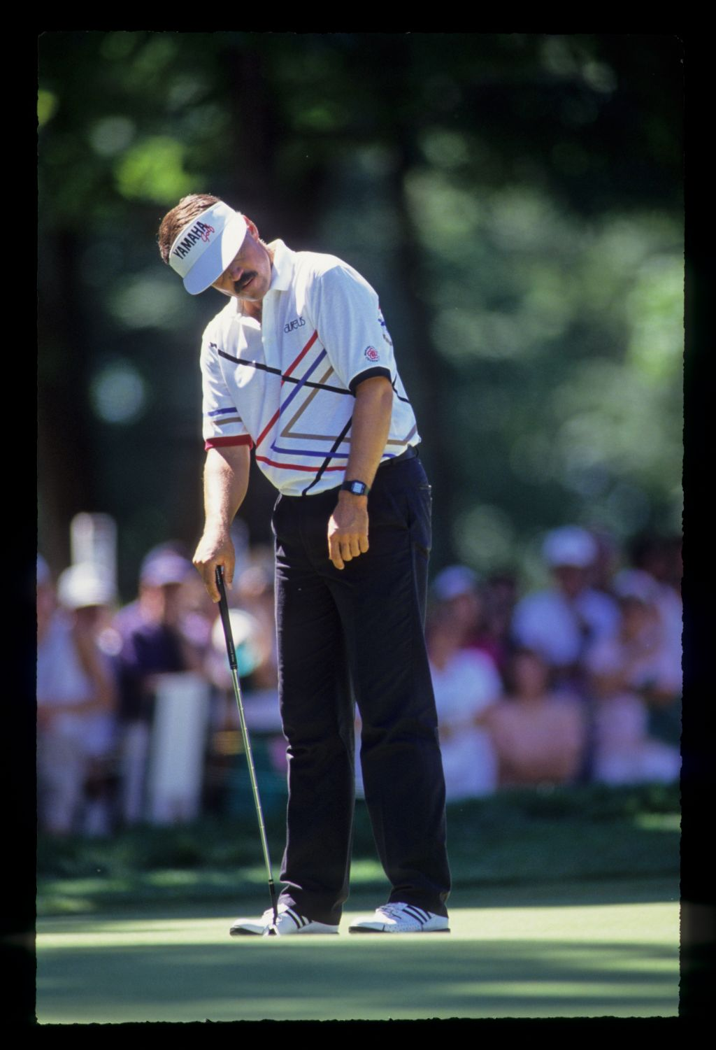 Scott Simpson looking askance at a putt during the 1991 US Open