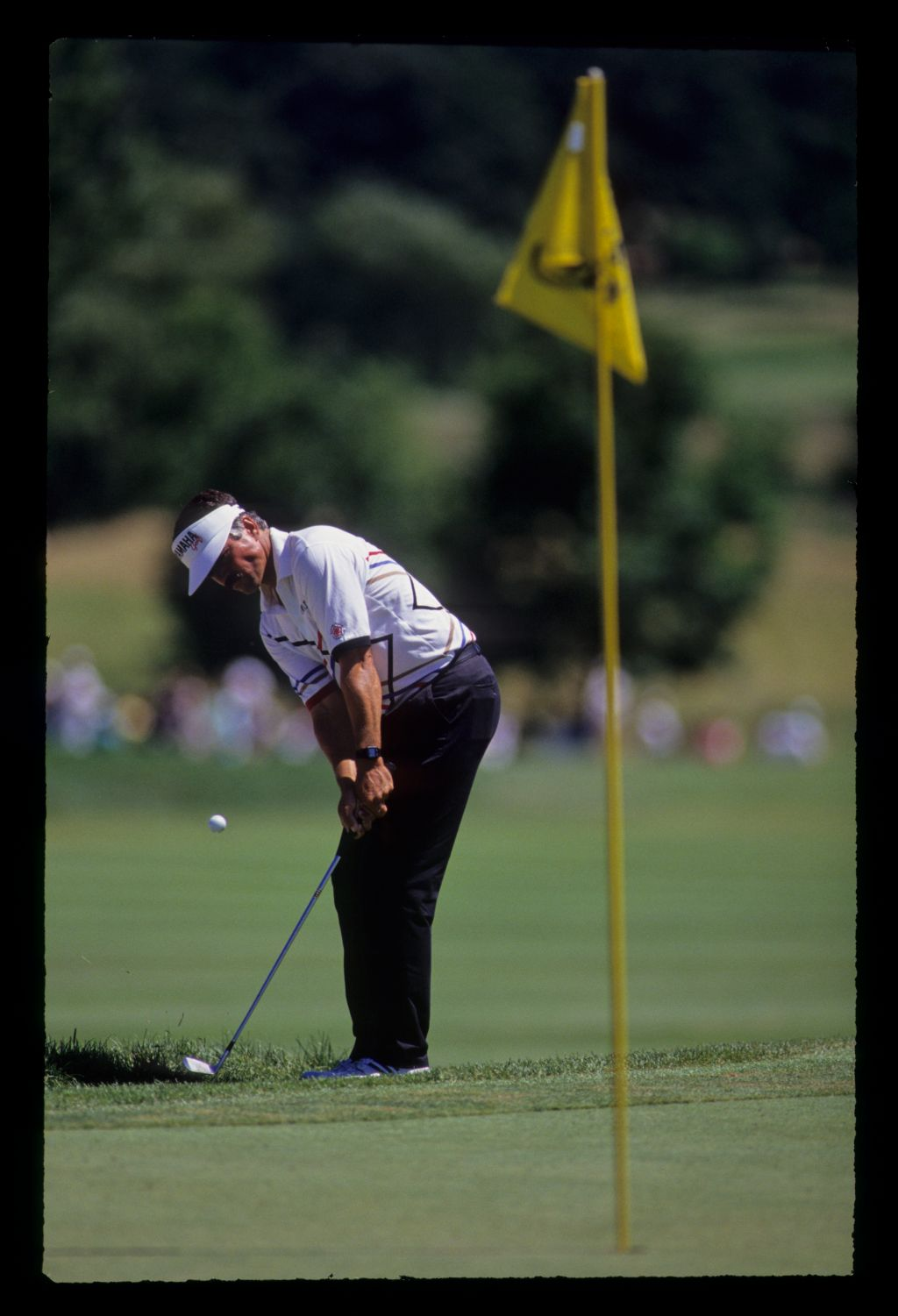 Scott Simpson chipping from greenside rough during the 1991 US Open