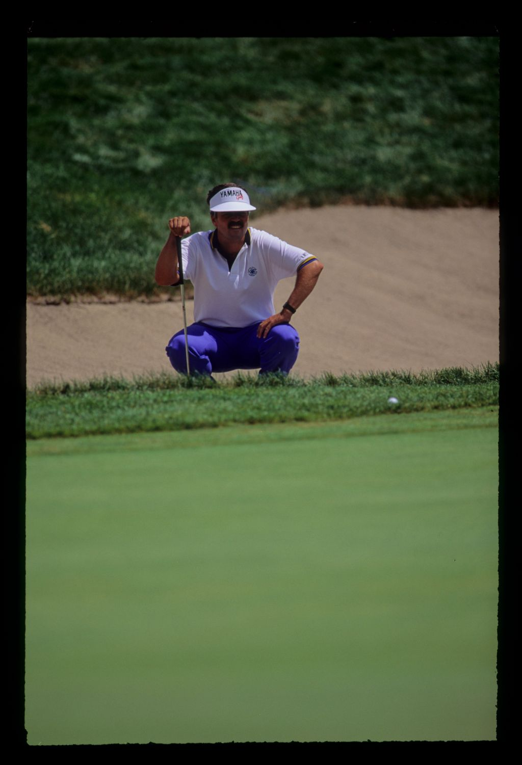 Scott Simpson preparing to chip from the greenside rough during the 1991 US Open