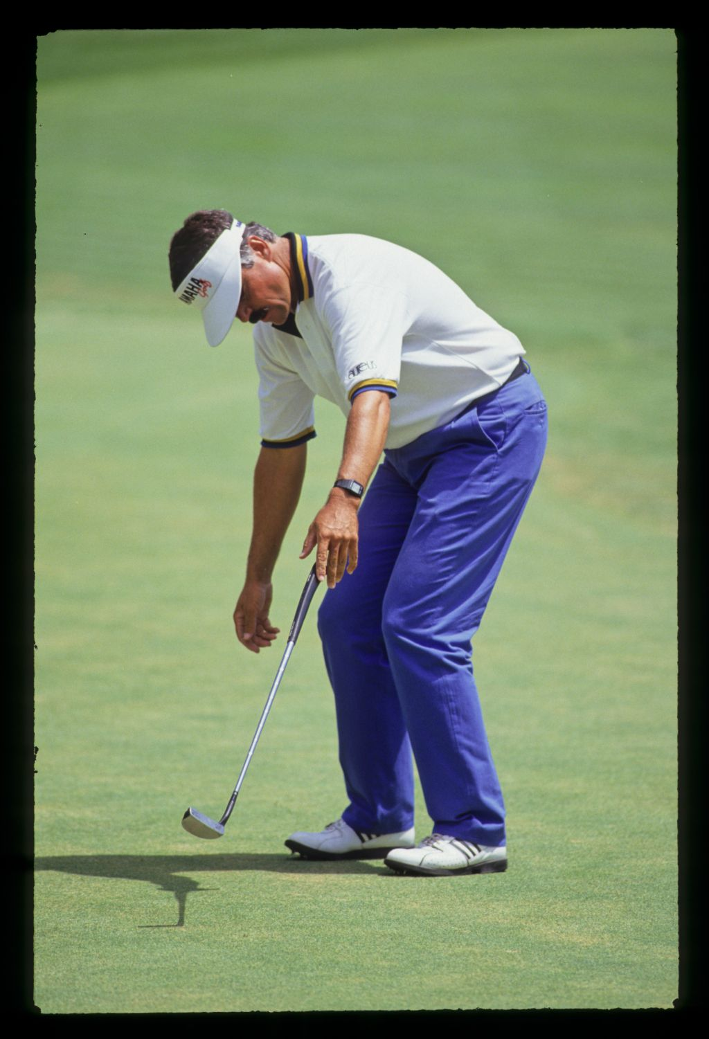 Scott Simpson dropping his putter and showing emotion on the green during the 1991 US Open