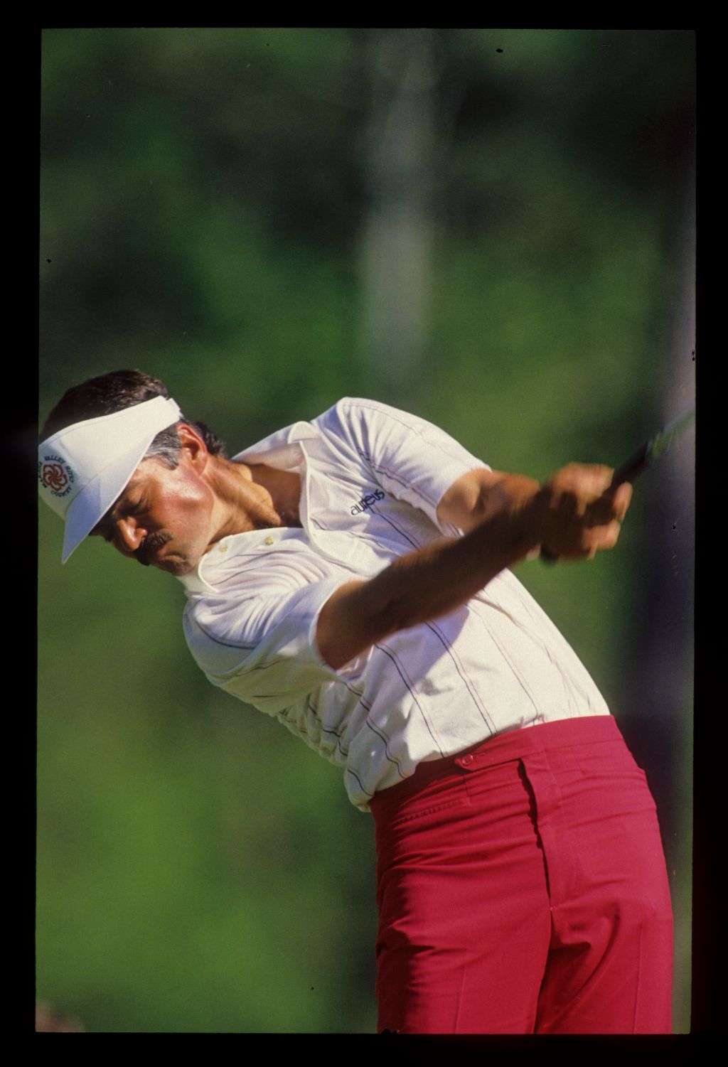 Scott Simpson powering through a drive during the 1987 Masters