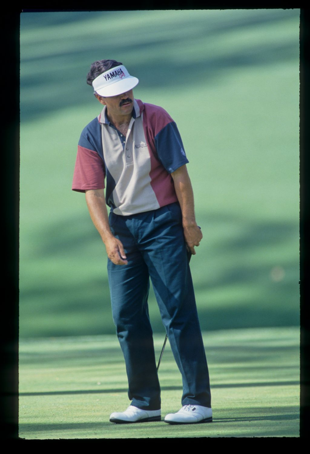 Scott Simpson reacting to a missed putt during the 1993 Masters