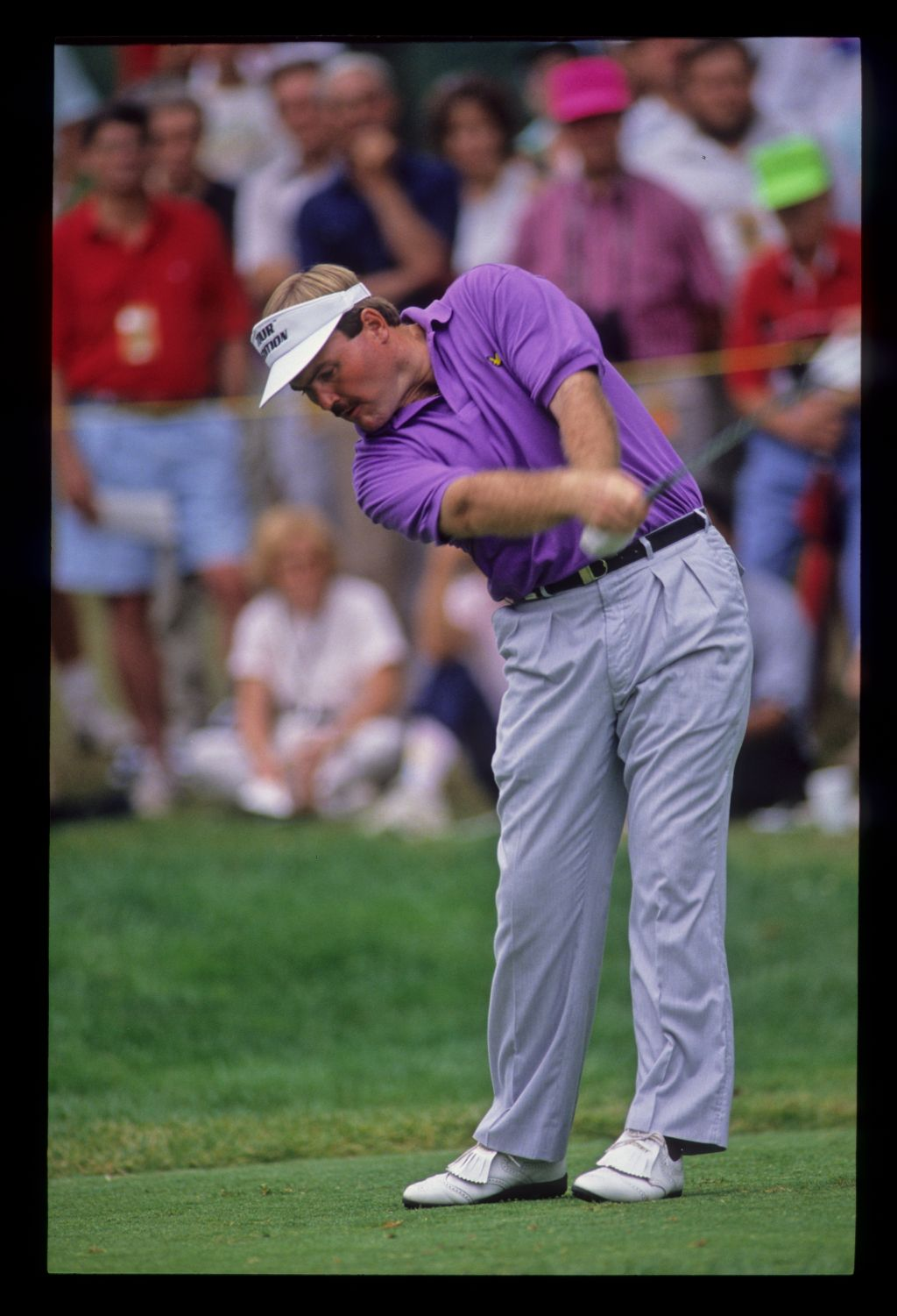 Ronan Rafferty staying down through the ball on the tee during the 1990 US Open
