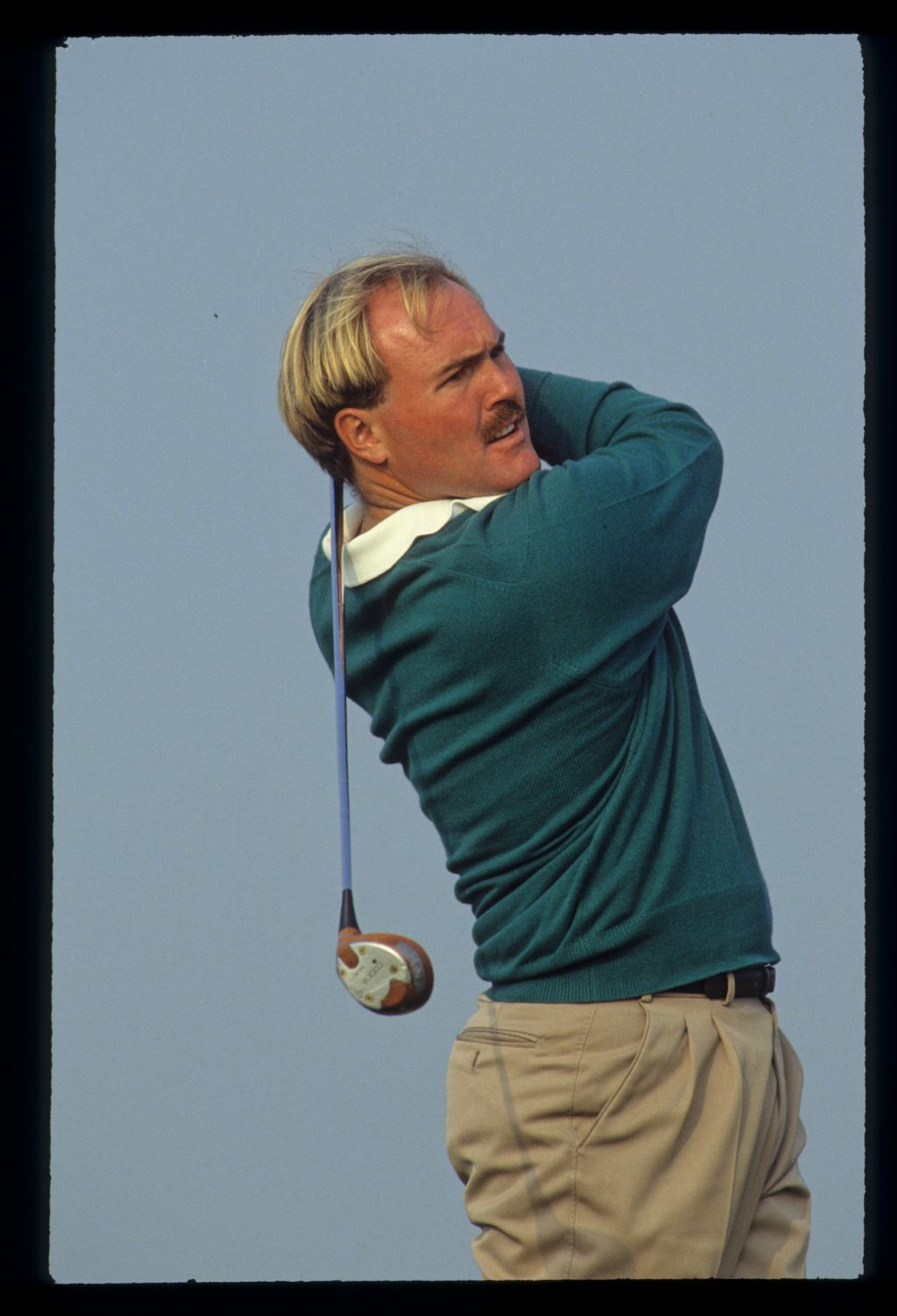 Ronan Rafferty following through on the way to victory at the 1990 Dunhill Cup