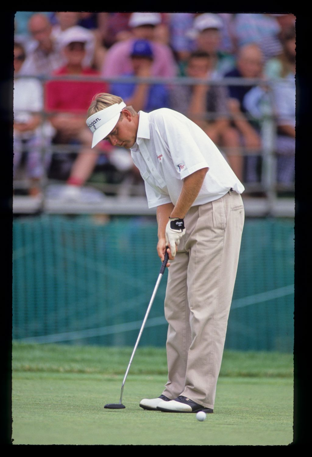 Jeff Sluman with a short putt during the 1990 US Open