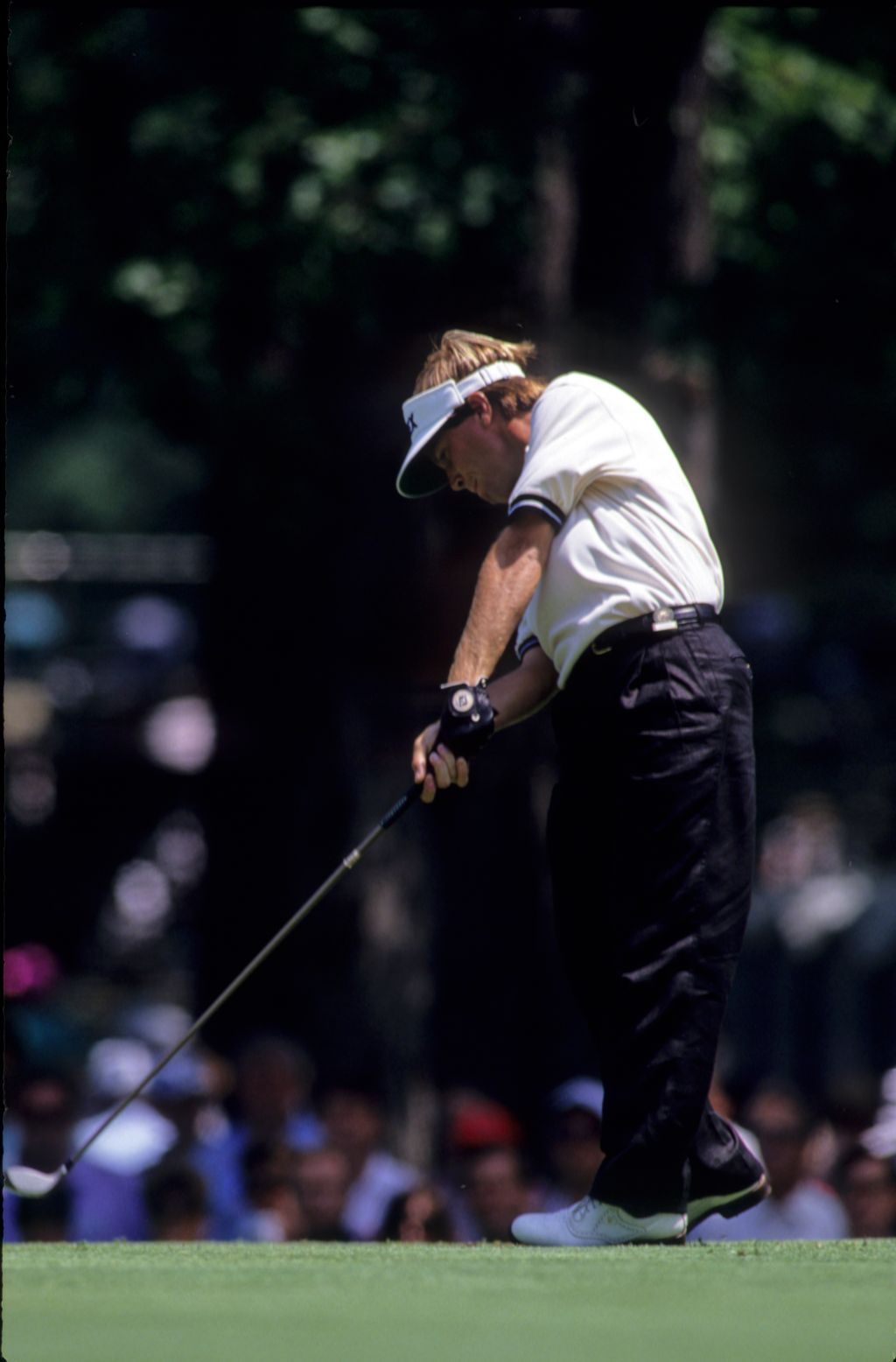 Jeff Sluman driving through the ball on the tee during the 1990 US Open