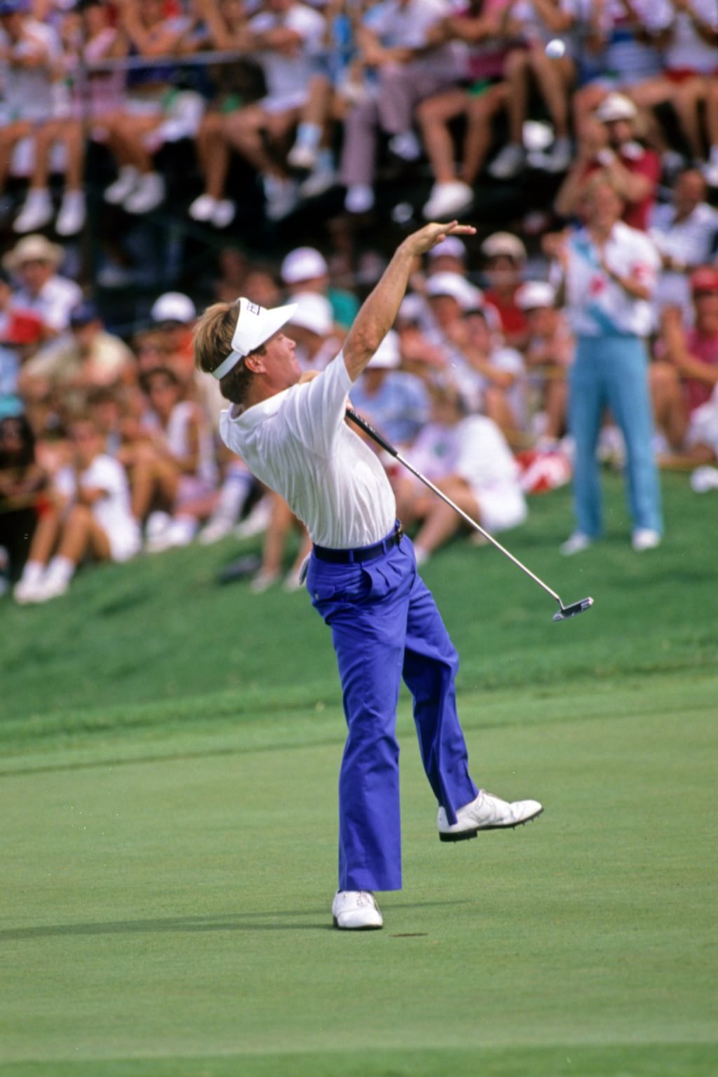 Jeff Sluman throwing his ball into the crowd after winning the 1988 USPGA