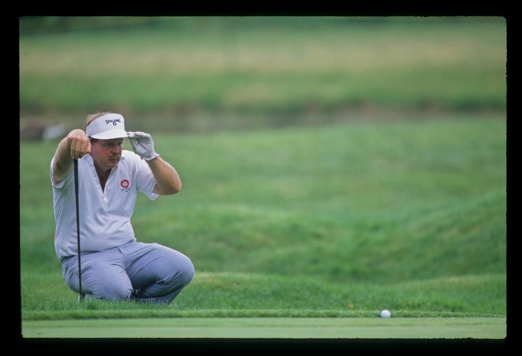Craig Stadler lining up a putt with his ball nestling against the fringe during the 1988 US Open